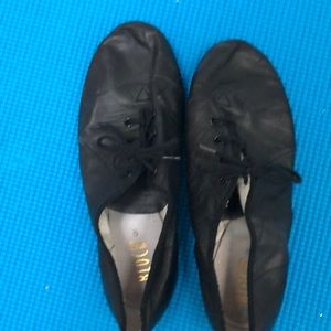 Bloch jazz shoes size 8